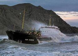 Собранный в Керченском проливе мазут попадает обратно в море