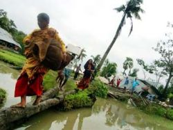 """Число погибших от циклона \""""Сидр\"""" в Бангладеш удвоилось"""