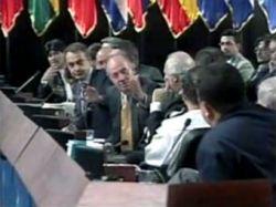 Уго Чавес потребовал извинений у испанского короля