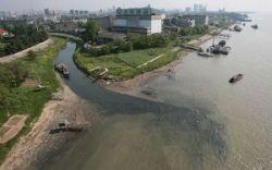 В реку Янцзы было сброшено более 30 млрд. тонн мусора