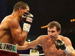 Российский боксер Григорий Дрозд одержал победу нокаутом над бразильцем Лауделино Жозе Баррошом