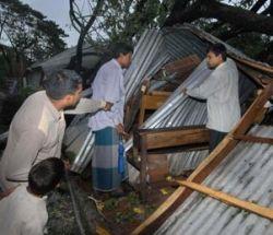 """Число жертв урагана  \""""Сидр\"""" в Бангладеш достигло трех тысяч человек"""