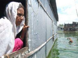 Пережившим катастрофический циклон жителям Бангладеша угрожают эпидемии и голод