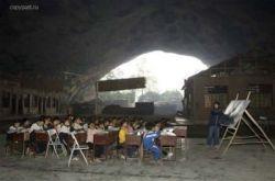 Китайская школа, которая находится внутри гигантской пещеры (фото)