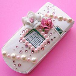 По современному сотовому телефону можно отлично слушать музыку, но не собеседника