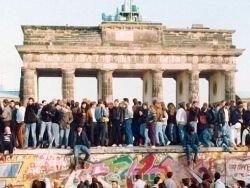 Трещина между западными и восточными немцами стала пропастью