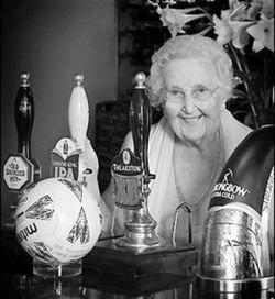 102-летняя старушка Нора Хардвик снялась в эротическом календаре