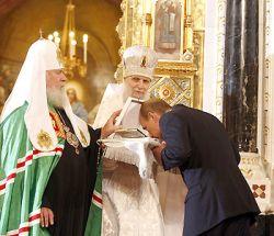 """Путин \""""подарил\"""" Церкви украденное"""