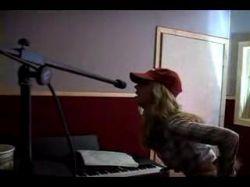 Как блондинка проверяет, работает ли микрофон? (видео)