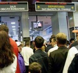 Пассажиры продолжают страдать от задержек чартерных рейсов