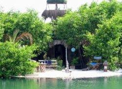 В Мексике из пластиковых бутылок Ричи Сова построил райский остров