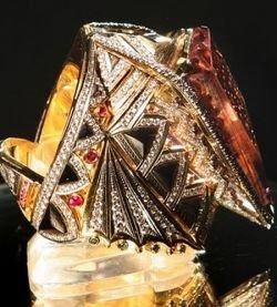 Музей Русского искуссства в Украине показал перстень с 1176 бриллиантами (фото)