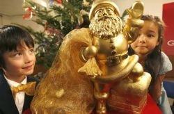 Японцы сотворили Санта Клауса из чистого золота (видео)