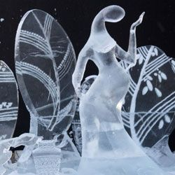 В музее ледяных скульптур туристам выдадут по шубе