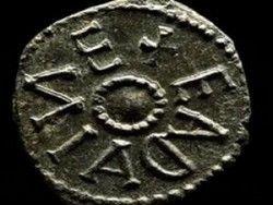 Новость на Newsland: В Англии нашли уникальную серебряную монету ІХ века
