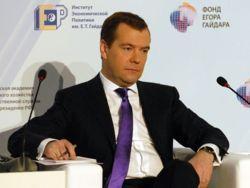 """Премьер угрожает чиновникам за то, что """"забили"""" на указ Путина"""