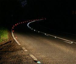 На дорогах в Великобритании появилась светящаяся разметка SolarLite LE, улучшая видимость