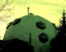 Дом в виде футбольного мяча (фото)