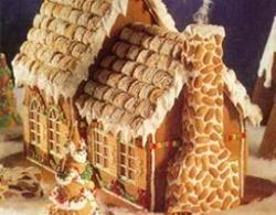 В Японии кондитер Тосиюки Тада построил уникальный дом из печенья и слоек с кремом и безе