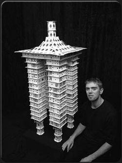 Самое высокое строение из игральных карт (фото)