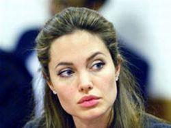 Дети Анджелины Джоли будут носить двойную фамилию Джоли-Питт