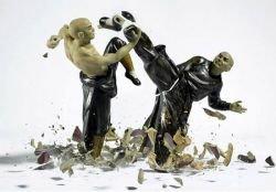 Уникальные фото разбивающихся статуэток немецкого фотографа Мартина Климанса (фото)