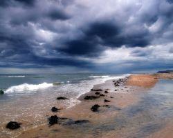 Перед надвигающимся штормом в Китайском море пропало 25 рыбаков из Филиппин