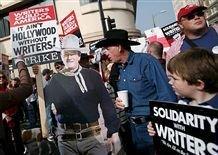 Голливуд замрет: бастующих сценаристов поддержат актеры и техники