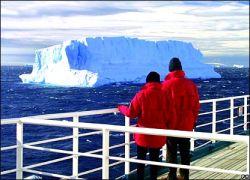 Все пассажиры и члены экипажа лайнера «Explorer» спасены