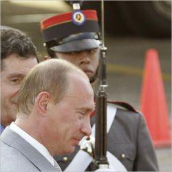 Владимир Путин занял в обществе положение монарха