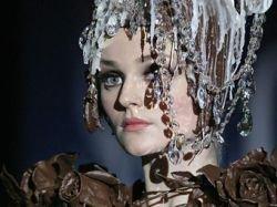 """В Москве на фестивале \""""Фуд-шоу\"""" покажут шоколадные платья и приготовят 10-метровый бутерброд"""