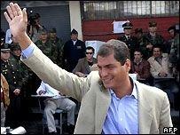 Президент Эквадора Рафаэль Корреа жалуется на обслуживание в аэропорту США