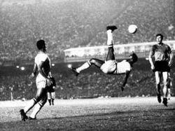 Король футбола Пеле спустя 45 лет получил золотую медаль чемпиона мира