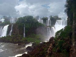 Количество туристов, приезжающих в Канаду увидеть Ниагарский водопад, резко снизилось