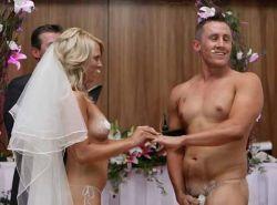 Как проходит свадьба у нудистов? (фото)