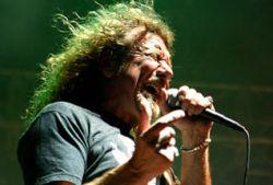 Led Zeppelin заново аранжируют песни из-за севшего голоса Роберта Планта