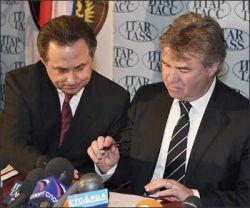 Гус Хиддинк в растерянности: Виталий Мутко не подписывает контракт