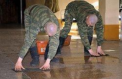 Для борьбы с дедовщиной в воинских частях начали устанавливать системы наблюдения