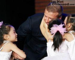 Дэвид Бэкхем очаровал китайских девочек (фото)