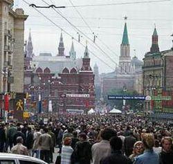 С исторических зданий Москвы убирают рекламу