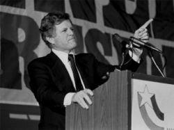 Сенатор Эдвард Кеннеди получил 8 миллионов долларов за ненаписанные мемуары