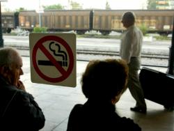 В поездах дальнего следования могут появиться курительные комнаты