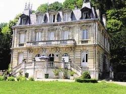 Цены на столичную недвижимость удивляют: обычная хрущевка стоит дороже старинного имения в Европе