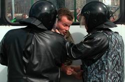 "Правозащитники ставят \""неуд\"" Госдуме за явное ущемление прав граждан"