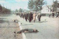 Уникальные съемки 1941 года. Массовые расстрелы в киевском овраге Бабий Яр (фото)