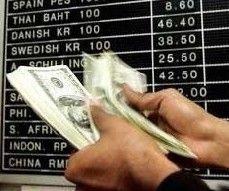 Доллар заметно вырос по отношению к рублю и евро