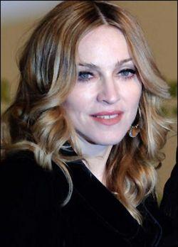 Защитники животных возмутились тем, что Мадонна раскрасила своих овец