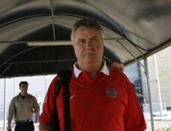 Кис Ван Ньювенхойзен: Гус Хиддинк хочет остаться в России