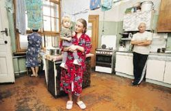 Из-за высоких цен на аренду москвичи и приезжие превращают квартиры в общежития