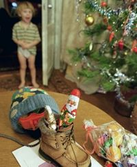 На новогодних елках страны детей встретят герои русских сказок, Дедушка Мороз, Снегурочка, кариес, ожирение и диатез